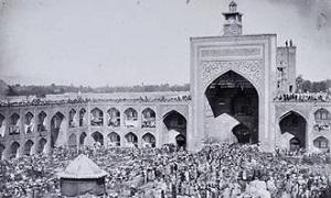 نمایشگاه عکسهای قاجاری حرم مطهر رضوی در مترو تهران برپا شد