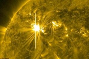 امروز یک طوفان خورشیدی با زمین برخورد می کند