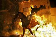 چهارشنبه سوری و پریدن از روی آتش به سبک اسپانیایی