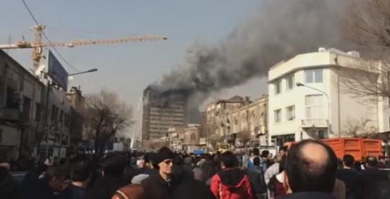 فیلم : لحظه فروریختن ساختمان پلاسکو در تهران