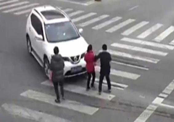 فیلم : رانندگی یک زن بدون گواهینامه حادثه آفرید