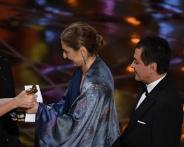 نمایندگان فرهادی هنگام دریافت جایزه اسکار + تصاویر