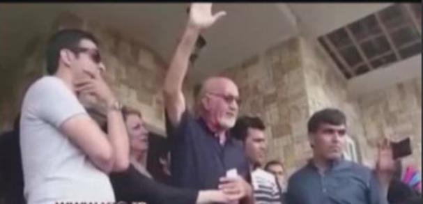 فیلم : واکنش برادر حبیب به ابراز احساسات مردم