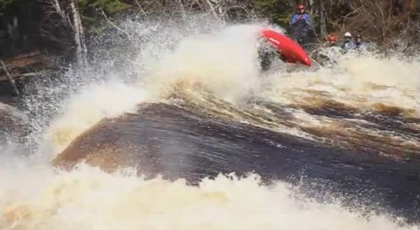 فیلم : قایق سواری در رودخانه های مرگبار