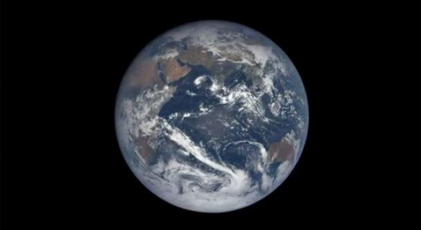 فیلم : یک سال گردش زمین از دید فضاپیما