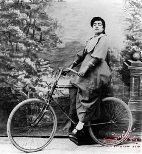 زن دوچرخه سوار در عهد قاجار