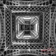 عکس : برج ایفل از زیر اینگونه دیده میشود