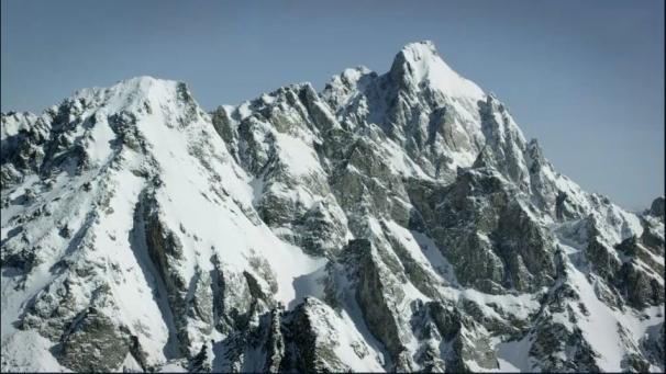 فیلم : اسکی در ارتفاعات کوه های تیتان