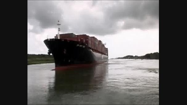 فیلم- عبور عجیب کشتی ها از کانال پاناما