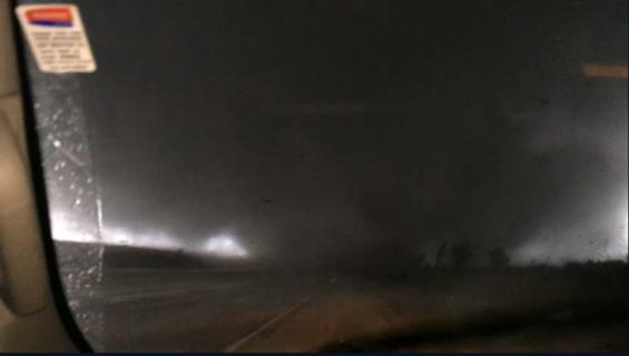 فیلم : عبور شگفت انگیز گردباد از مقابل کامیون