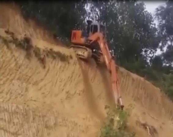 فیلم : مهارت فوق العاده راننده لودر