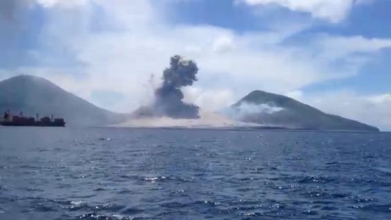 فیلم حیرت انگیز از فوران آتشفشان و موج انفجار