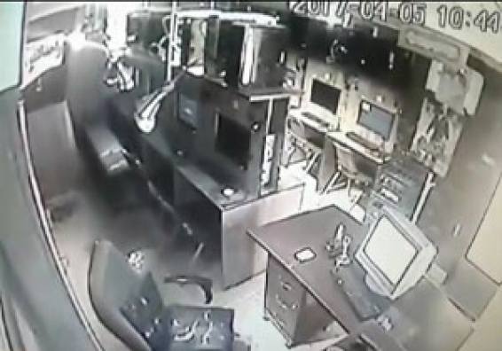 فیلم : دوربین مداربسته از لحظه وقوع زلزله ۶ ریشتری در مشهد