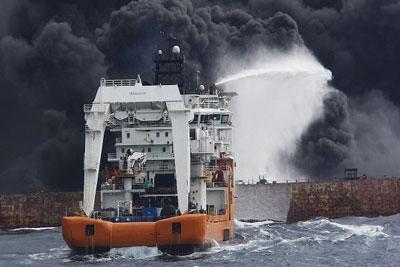 در مراسم تحویل پیکر شهدا اعلام شد؛ ورود غواصان به نفتکش غرقشده سانچی/پرداخت بیمه شهدای دریانورد