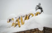 تک عکس : بارش برف در محل برگزاری اجلاس جهانی داووس در سوئیس