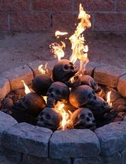 یک شب رومانتیک در میان جمجمه های شعله ور