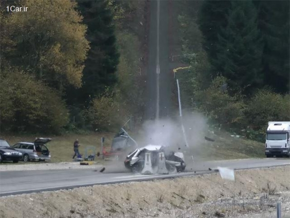 فیلم : تست تصادف خودرو با سرعت 200 کیلومتر بر ساعت