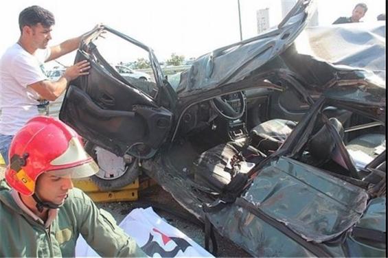 فیلم : تصادف شدید خودرو ۲۰۶ در بزرگراه شهید خرازی