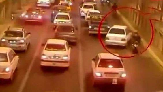 فیلم:بی هوش شدن موتور سواران در تونل توحید