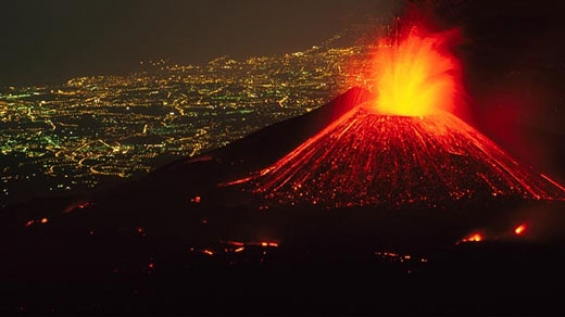 لحظه فوران کوه عظیم آتشفشان در مکزیک