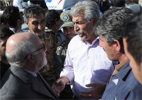 برای ابراز همدردی با زلزلهزدگان استان کرمانشاه وزیر نفت مشکلات مردم سرپل ذهاب را از نزدیک شنید