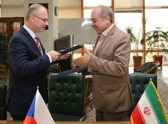 بانک مرکزی و موسسه بیمه صادراتی جمهوری چک تفاهمنامه امضا کردند