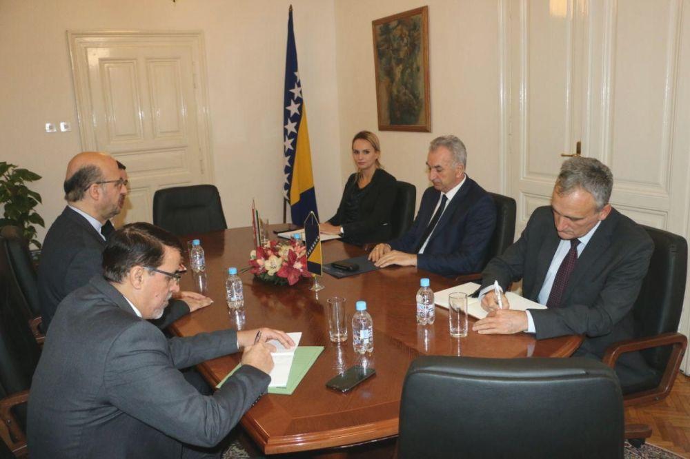 ایران و بوسنی بر گسترش همکاریهای تجاری و اقتصادی تاکید کردند