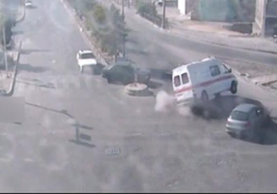 فیلم: تصادف وحشتناک سواری پژو206 بایک دستگاه آمبولانس