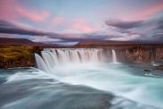 غروب بر آبشار خدایان ایسلند