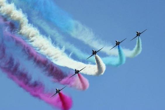 فیلم:نمایش دیدنی 7 خلبان جنگنده در آسمان