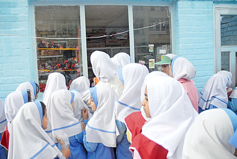 وزیر بهداشت: صنایع غذایی خوراکی های ویژه مدارس تولید کنند