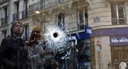 تک عکس : اصابت گلوله روی شیشه یک کافی نت در پاریس