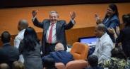 تک عکس : رائول کاسترو قدرت را واگذار کرد