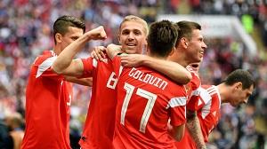 میزبان جام جهانی برنده نیمه نخست بازی افتتاحیه