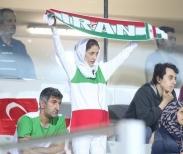 تک عکس : حضور بانوان ایرانی در دیدار ایران و ترکیه