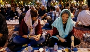 دیدنی ها؛ يک افطاری ساده در ميدان نبوت تهران