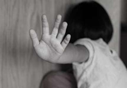 ضرب و شتم دختر نوجوان با دریل توسط پدر